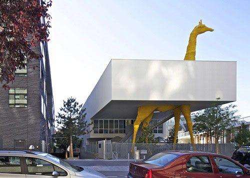 10. Cre¦Çche de la Girafe GÇô Paris, France
